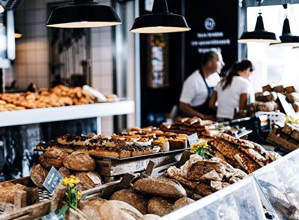饥肠辘辘,路过散发着诱人香味的面包店,你会怎么做呢?(Pixabay)