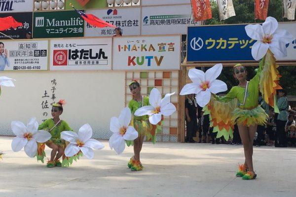 竹县光明国小舞蹈社学生受邀日本演出,五色鸟与客家桐花吸睛。(新竹县政府提供)