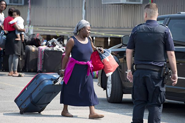 在美加过境,大量难民非法进入加拿大,寻求庇护。(加通社)