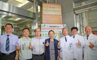 嘉义县长张花冠强调,嘉义县老年人口多,需要更好的医疗资源来照顾长辈。(嘉义县政府提供)