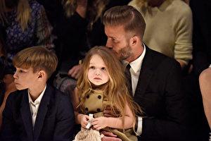 貝克漢姆與女兒哈珀(小七)資料照。(Jeff Vespa/Getty Images for Burberry)