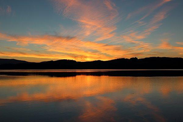 感到压力大的时候,可以到山海之间放松自己紧张的情绪。(Pixabay)