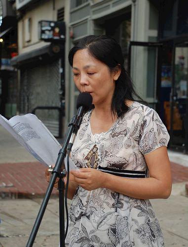 费城法轮功学员郭琼女士讲述自己因坚持修炼法轮功而被中共残酷迫害的亲身经历。(何平/大纪元)