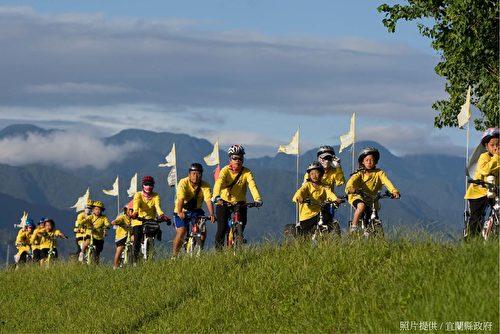 安农溪分洪堰和冬山河畔是骑乘铁马的好地方。(宜兰县政府提供)