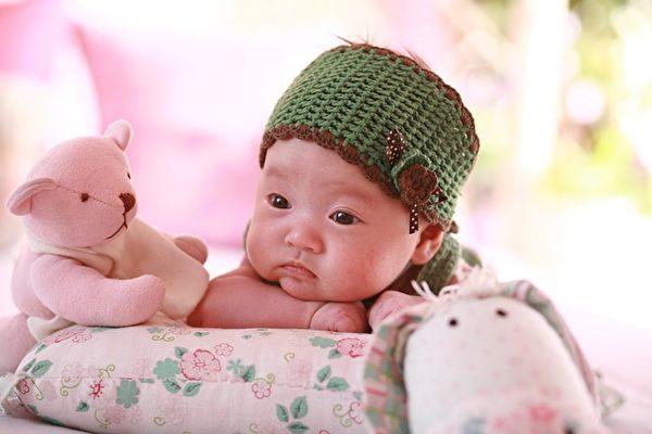 医院抱错婴儿,导致富豪之子在穷人之家长大,因贫困无法接受足够的教育。花甲之年得知真相,男子将医院告上法庭。(Pixabay)