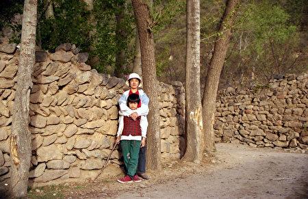 与女儿在山西相聚。(曾铮提供)