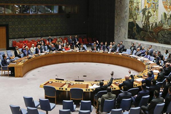 8月5日,15個聯合國理事會成員國一致通過「本世代最嚴格」的對朝鮮最新制裁決議案。(EDUARDO MUNOZ ALVAREZ/AFP/Getty Images)