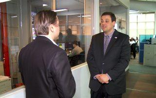 纽约市布碌崙第43选区市议员共和党参选人关约翰(John Quaglione)周二(29日)拜访新唐人大纪元媒体集团。 (安心/大纪元)