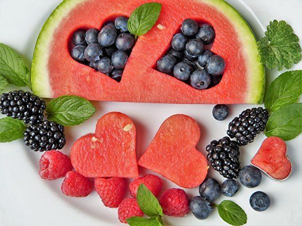 夏天吃西瓜对身体的好处多多。(Pixabay)