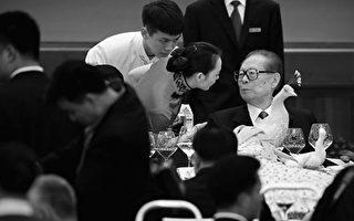 圖為江澤民(右一)(Feng Li/Getty Images)