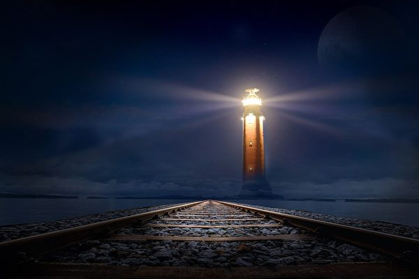 贵人有的时候仿佛是一个灯塔,指引著一个人努力的方向。(Pixabay)