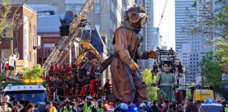 作為這個城市的375週年慶祝活動的一部分,人們看著巨型牽線木偶穿過蒙特利爾的街道。(加通社)