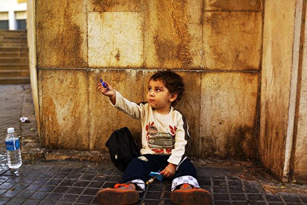 弱势家庭的儿童长大以后患心脏病和中风的风险更高。(Spencer Platt/Getty Images)