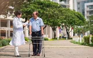 病人想要得到最好的治疗,应主动和医生建立良好的沟通方式。(Shutterstock)