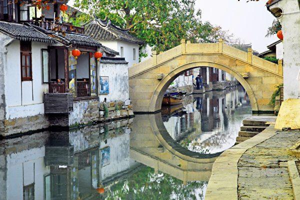老上海的风华与年代,造就一段段动人绚丽的民国往事。(Shutterstock)