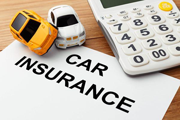 青少年开车容易发生意外,为人父母要做好榜样。(Shutterstock)