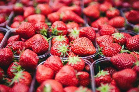 草莓列居2017年污染蔬果榜單榜首。(Clem Onojeghuo/Shutterstock)