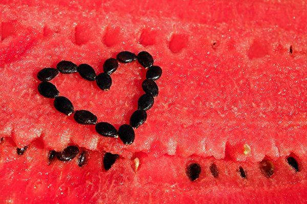 常吃西瓜会让你皮肤变得白皙。(Pixabay)