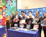 18日,Go For Broke LLC捐赠亚裔青少年中心2000件T恤。前排左起为圣盖博市议员卜君毅、捐赠者Joe Jo,前排右二为圣盖博议员廖钦和。后排三人,右起为捐赠者David So与Bart Kwan。(李甜/大纪元)