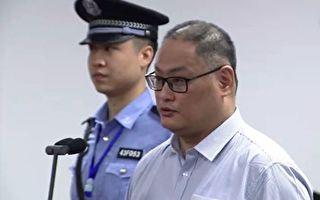 中国大陆岳阳市中级法院11日上午开庭,遭关押177天的李明哲(右)终于现身。(AFP)