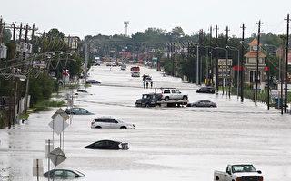 休斯顿遭哈维飓风侵袭,全城变成一片汪洋。(Thomas B. Shea / AFP)