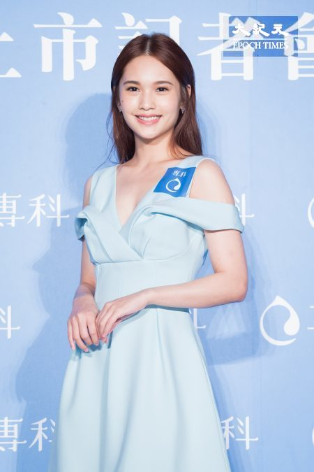 杨丞琳13日出席保养品代言记者会。