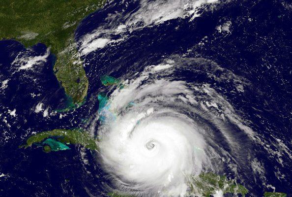 被稱為10年來大西洋最強的颶風艾瑪,正以每小時180英里的速度向美國佛州逼近。 (NOAA GOES Project/Getty Images)