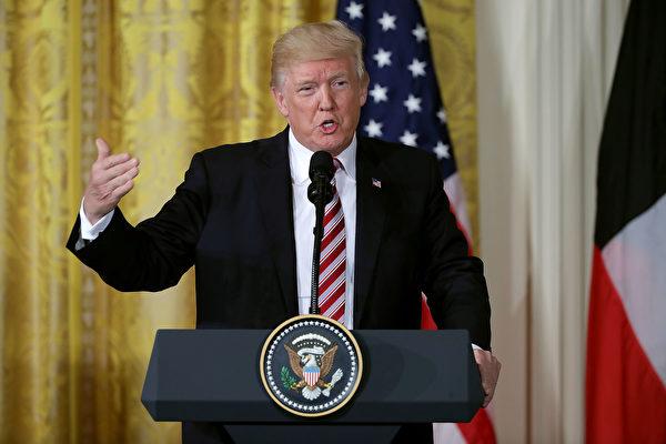 一份對美國公司首席財務官(CFO)的調查顯示,大約77%的CFO認為川普上任總統後,對美國股市做出貢獻。(Chip Somodevilla/Getty Images)