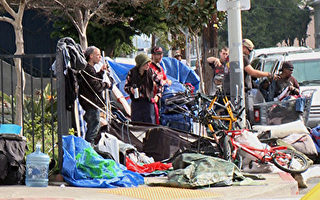 圣地亚哥的游民区是甲型肝炎爆发的热点。图为洛杉矶好莱坞附近的流浪者。(李子文/大纪元)