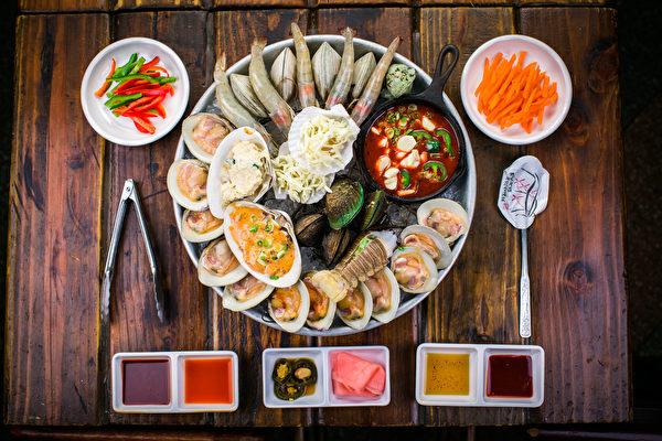 烤海鲜(大纪元图片)