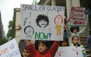 在紐約市110萬名公立學校學生中,超過一半學生在擁擠的空間中上課,許多家長為此曾上街抗議。 (Class Size Matters提供)