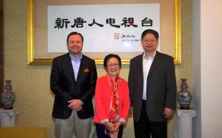 市议员陈倩雯拜访大纪元新唐人总部,表示希望民众踊跃参与投票。 (庄翊晨/大纪元)