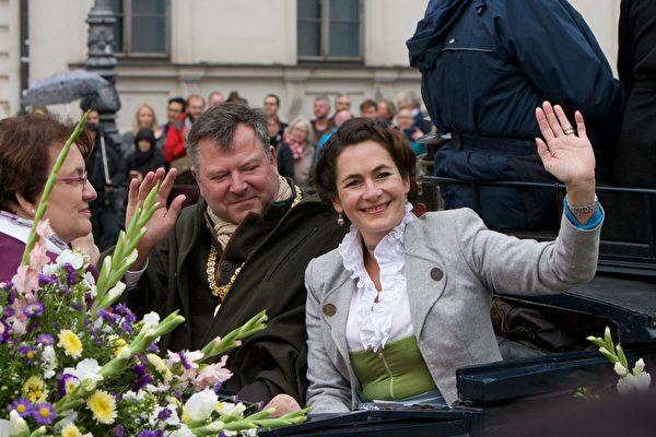 慕尼黑第二市長Josef Schmid和夫人(黃芩/大紀元)