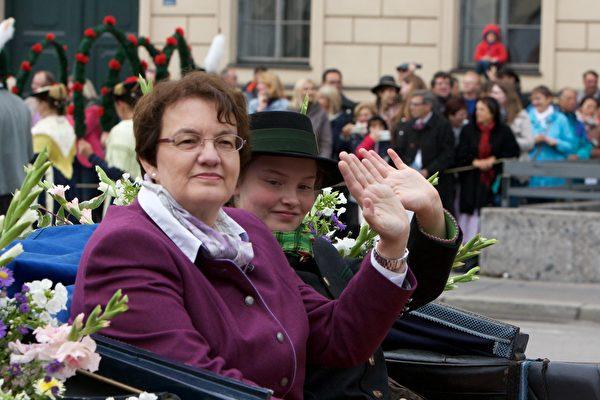 慕尼黑第三市長Christine Strobl(左)(黃芩/大紀元)