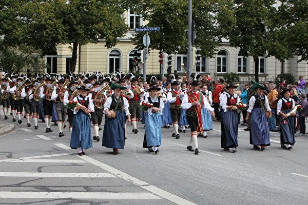慕尼黑城市的民间团队总是打后阵。(黄芩/大纪元)