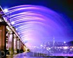 首尔汉江盘浦大桥月光彩虹喷泉美丽清新。(全景林/大纪元)