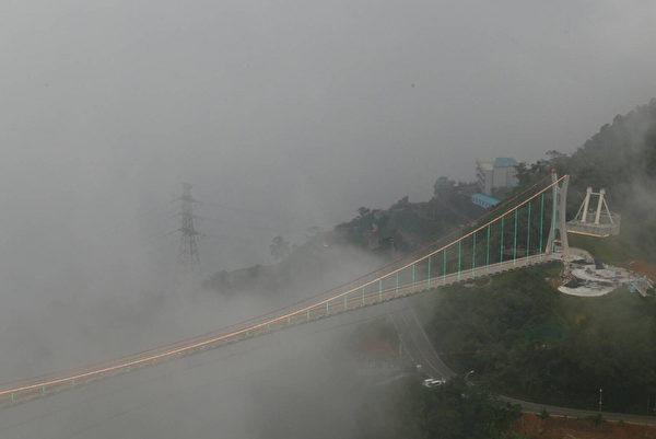 全台最长景观吊桥 梅山太平云梯试灯