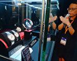 规模全球最大、一连五日的香港钟表展昨日在湾仔会展开幕,汇聚820家来自24个国家及地区的展商。(宋碧龙/大纪元)