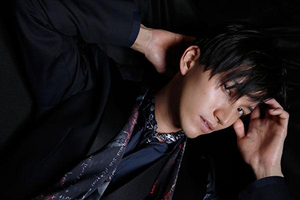 日本全方位藝人田口淳之介在日本發行首張個人專輯「DIMENSIONS」。(環球提供)