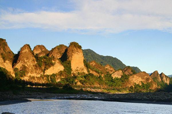 探索高雄十八羅漢山 有「台灣小桂林」美譽