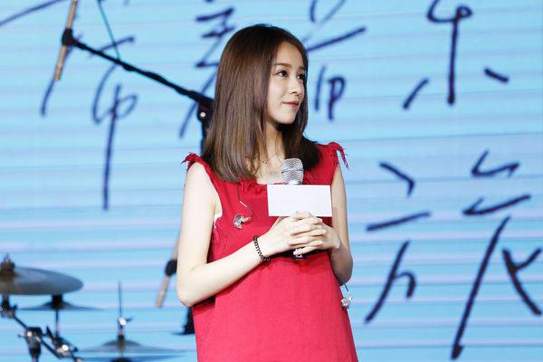 """高人气直播主""""二珂""""跨足歌坛,将于10月11日推出首张专辑,20日在北京举行新辑与巡演发布会。(香蕉音乐提供)"""