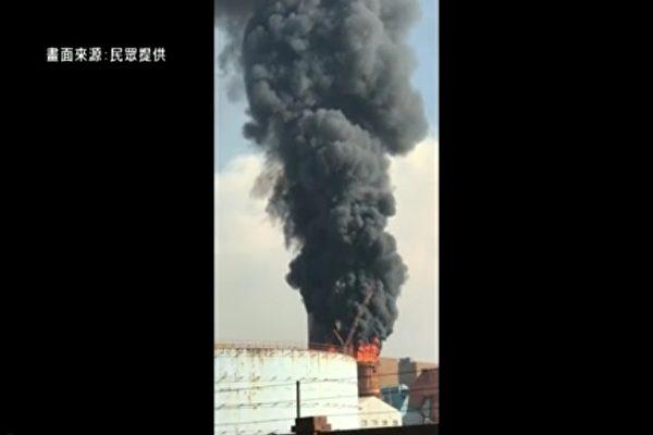 台湾台中火力电厂9月21日下午冒出大量浓烟。(新唐人亚太电视台截图)
