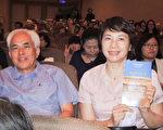 2017年9月21日晚間,科技公司總經理劉亭嫣觀賞神韻交響樂在新竹市文化局演藝廳的演出。(大紀元)