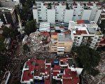 墨西哥首都墨西哥市9月19日發生7.1強震。搜救團隊21日在一棟倒塌的建築內尋找生還者。(安納杜魯新聞社提供/中央社)