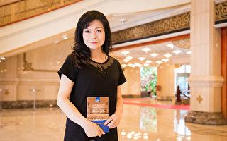 2017年9月22日下午,清华大学艺术学院音乐系教授、作曲家苏凡凌观赏神韵交响乐团在国家音乐厅的演出。(陈柏州/大纪元)