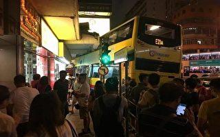 香港深水埗9月22日傍晚6點半左右,香港深水埗驚傳有巴士衝上人行道,造成至少3死22傷。(翻攝自臉書/新唐人亞太電視台提供)