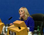 亞馬遜欲在北美成立第二總部,引發洛縣討論。9月19日洛縣政委員巴杰(Kathryn Barger)在聽證會上。 (劉寧/大紀元)