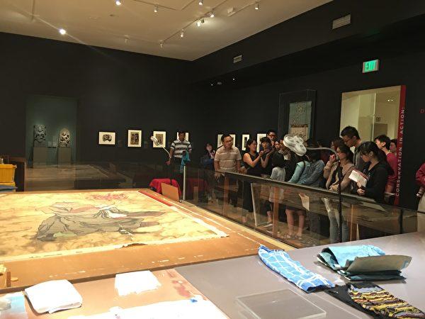 開放式中國畫修復展廳,也是蔡欣辰平常工作的地方,(臺灣青商會提供)