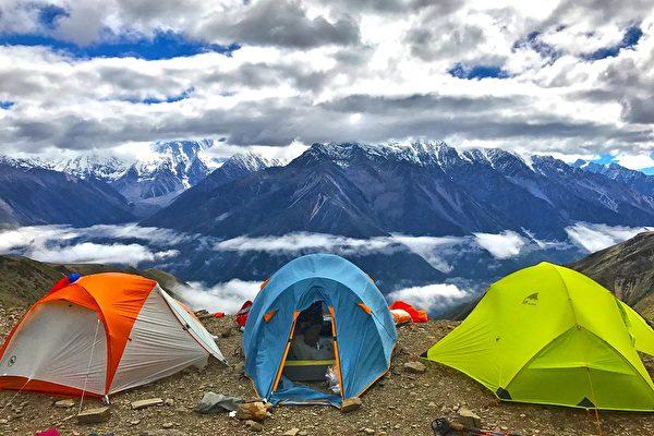 选个好地方,扎上帐篷,把自己放进风景画里。(yongxinz/ Pixabay)