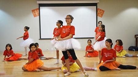 舞蹈班表演。(黃劍宇/大紀元)
